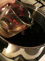 赤しそジュース(赤しそドリンク)レシピ:お酢を入れる