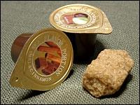 「ヘーゼルナッツ&チョコ(10個入)」 「キャラメル&シナモン(10個入)」 各5袋(計10袋)の詰め合わせ