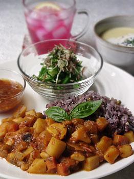 おうちカフェランチ:色々野菜のあっさりトマトカレー&五穀ご飯